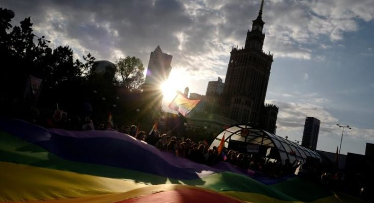 Gay Sharing Poles stage protest rally in support of LGBT activist