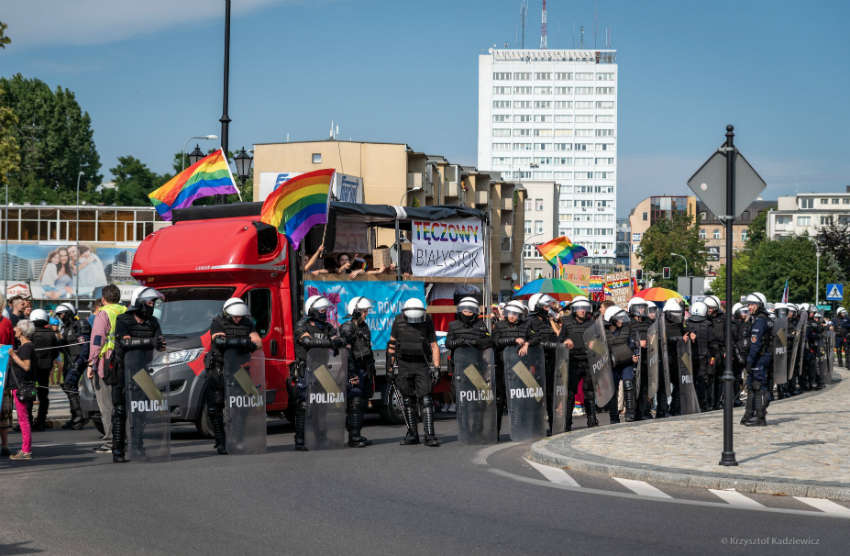 Polish Pride parade met with right-wing counter protest