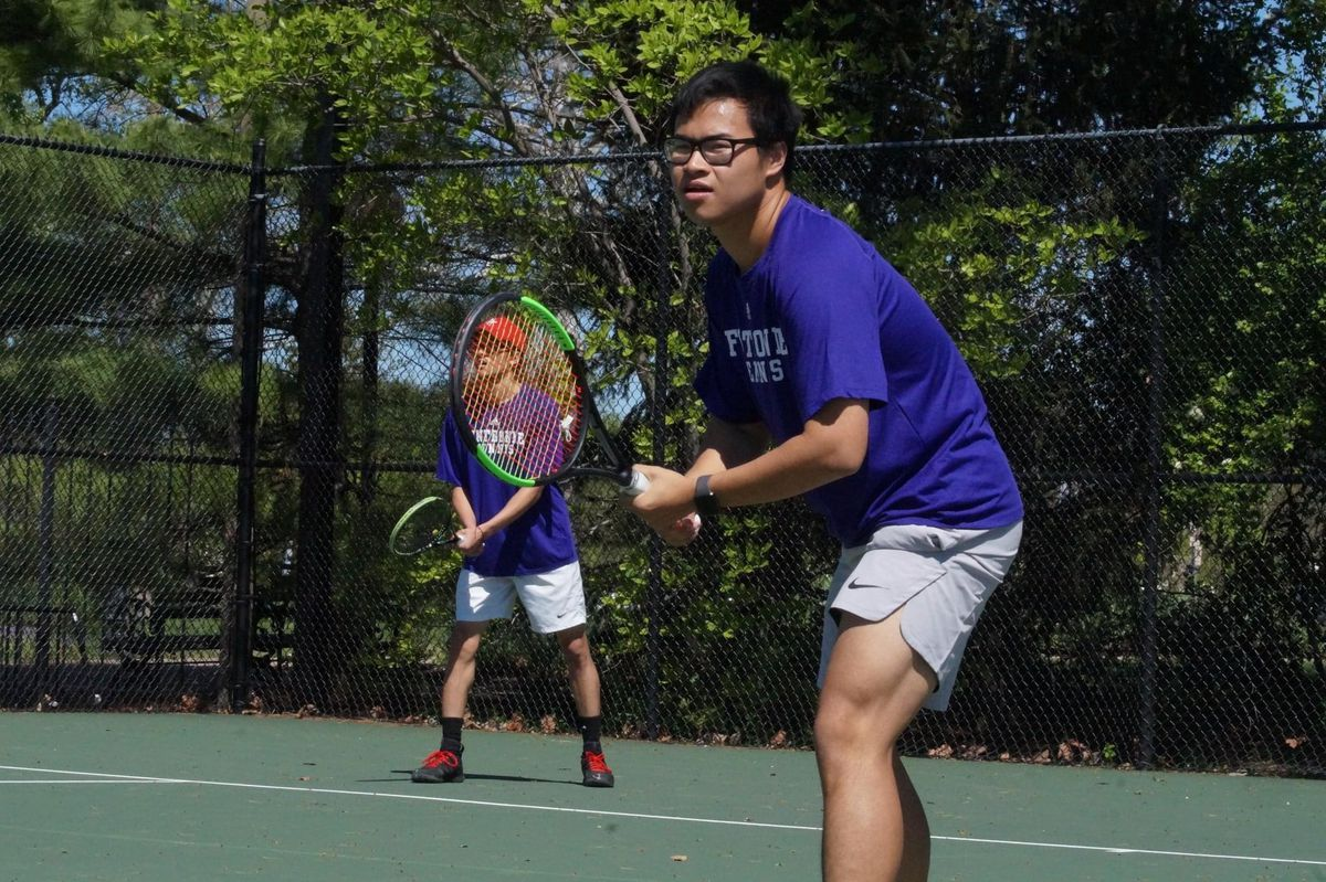 Anh Nguyen plays tennis.